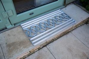 Horseshoe doormat metal doormat